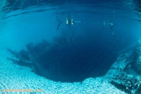 Deans blue hole submarinismo